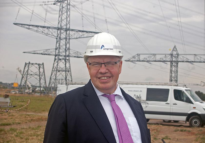 Wirtschaftsminister Peter Altmaier besichtigt neue Strommasten