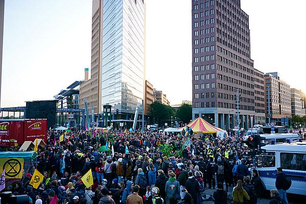 Blockade von Extinction Rebellion am Potsdamer Platz.